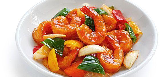 Οι Γαρίδες σε γλυκόξινη σάλτσα φτιάχνονται με ένα ιδιαίτερο τρόπο και γίνονται φανταστικός μεζές για ανθρώπους που λατρεύουν τις διαφορετικές γεύσεις.
