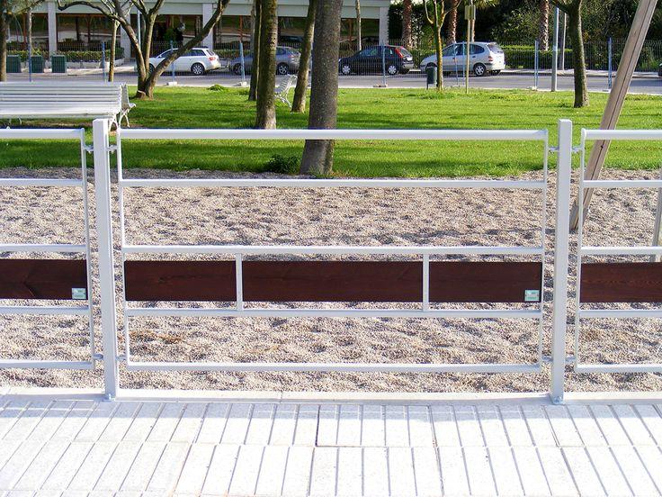 Vallas blancas instaladas en Platja d'Aro.  |  #Vallas  |  www.dissenybarraca.com