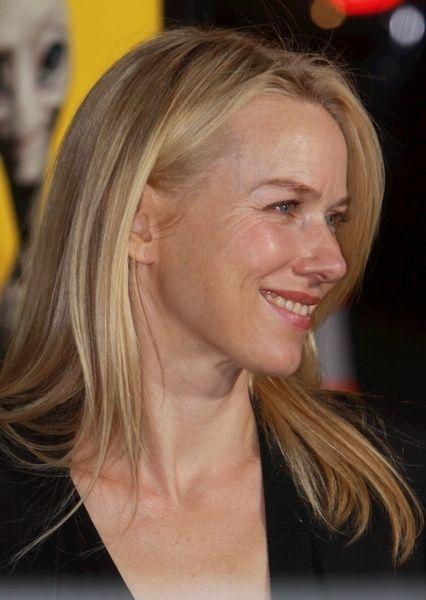 Naomi Watts golden blonde hairstyle