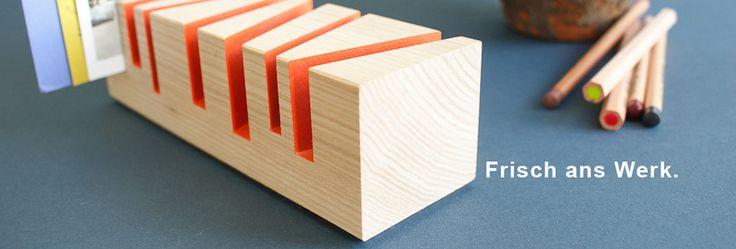 Schreibtischablagen aus Holz, mit Filzunterlage. Aus einer bayrischen Manufaktur und superschön.