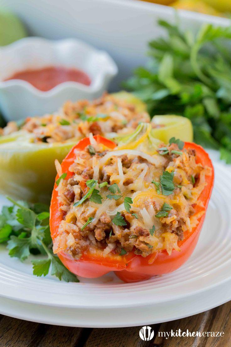 Pimientos rellenos son una comida sana y deliciosa cena.  Llenos de sabor delicioso, incluso los comedores quisquillosos les va a encantar!