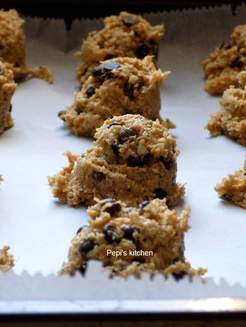 Cookies with Banana, Oats and Chocolate http://pepiskitcheninenglish.blogspot.gr/2017/10/cookies-with-banana-oats-and-chocolate.html
