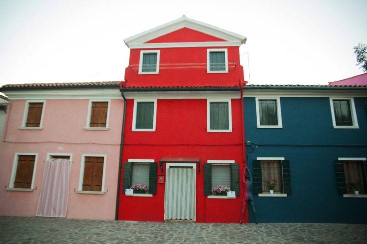 Oltre 25 fantastiche idee su case colorate su pinterest - Case colorate interni ...