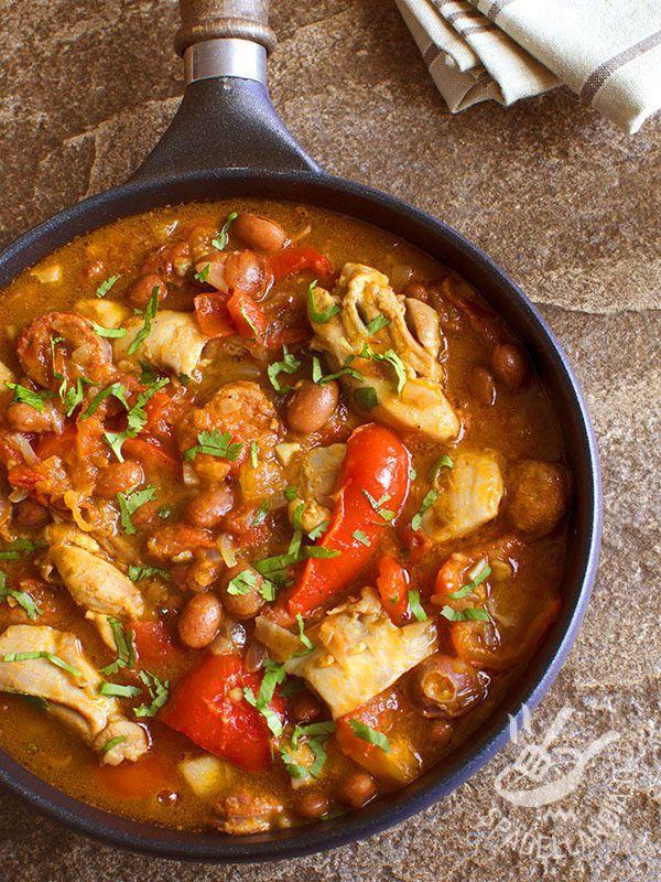 La Padellata di pollo e fagioli, un secondo proteico e gustoso, semplice da preparare. Servito accompagnato con del riso al vapore, è ottimo!