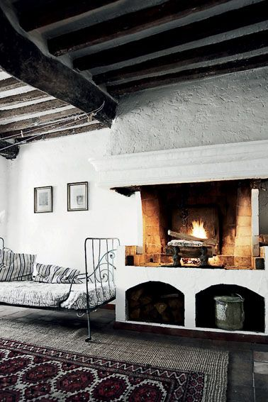 //Antanas House, Ideal Interiors, House Ideas, Design Ideas, Daybeds Fireplaces, House In France, Living Room, Interiors Design, Interior Architecture
