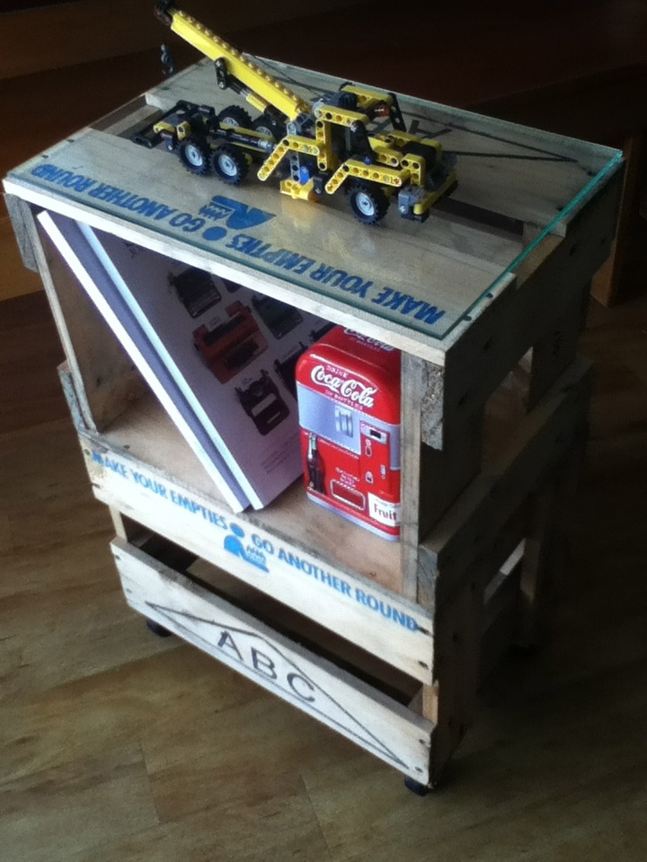 Beer Crate Bedside Table - a good project for my final week of unemployment!