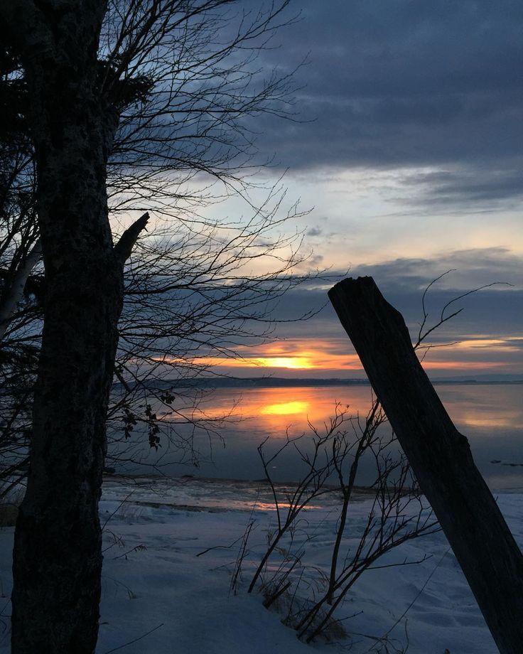 #sunrise #sun #winter #water #sky #snow #nature #explorecanada ##beautiful #moncharlevoix #picoftheday #ig_myshot #narcityquebec #saintlaurent #isleauxcoudres by serlab55