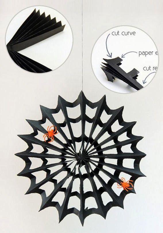 Como hacer auténticas telarañas con bolsas de basura negra o papel/cartulina, para decorar nuestra fiesta. Las de cartulina quedarán ideales si utilizas papel charol negro!
