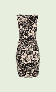 Een klassieke jurk met een aansluitende fit. De jurk heeft een hoge ronde hals en een lage vierkante rug. De mouwloze top sluit aan en ook de coupenaden op de jurk accentueren de vrouwelijke vormen. Gemaakt van een stevige reliefstof met lichte rek.