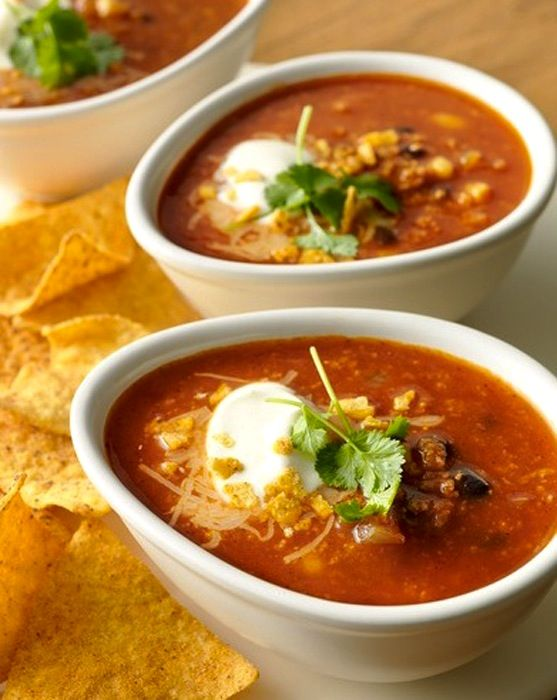 Recipe for hot tomato soup with black beans and chili. Photo: Santa Maria World