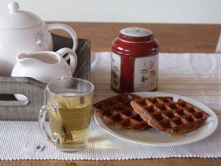 Voor alle dagen met regen, kopjes thee op de bank en warme ontbijtjes heb ik dit lekkere verwenrecept: gezonde wafels van amandelmeel!