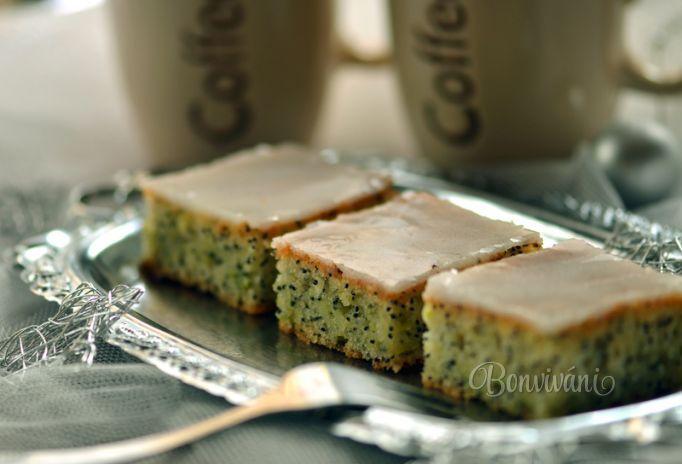 Cuketový koláč s makom a citrónovou polevou