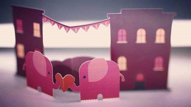 Ne îndrăgostim în fiecare zi ❤ Spune-i #teiubesc şi dăruieşte-i o #felicitare3d! #ziuaindragostitilor #valentines #love #iloveyou #elephantlove #doielefanti #cadouri #invitatiinunta