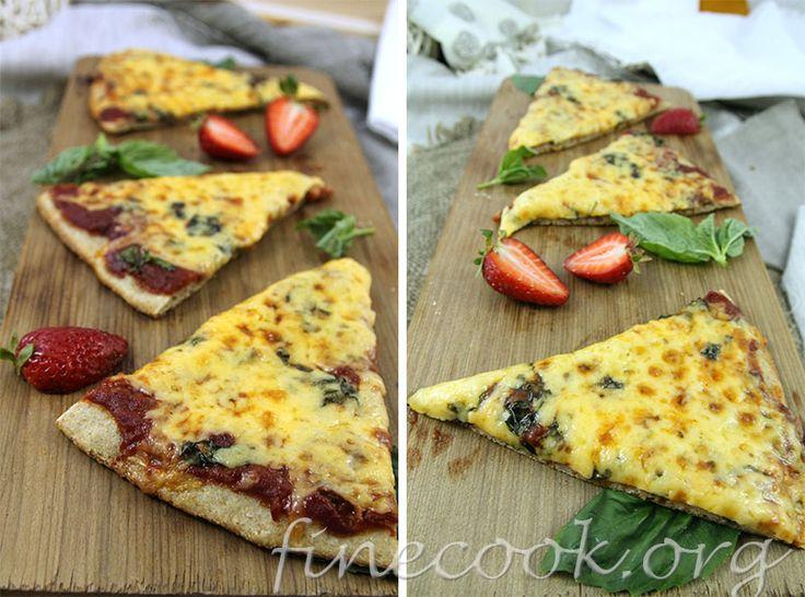 Пицца с клубникой - необычное сочетание. Рецепт можно найти вот тут: http://finecook.org/index.php?newsid=552