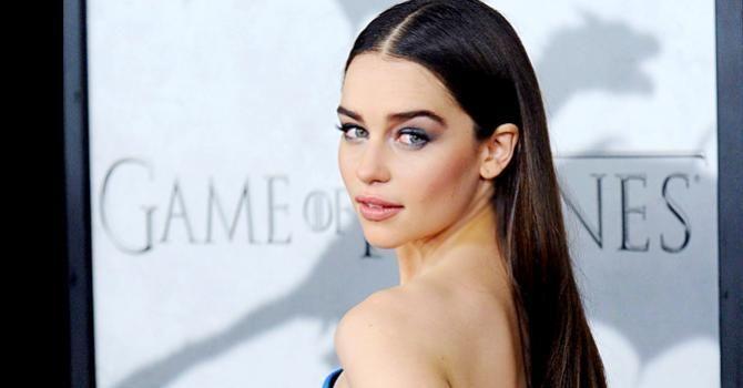 Le régime d'Emilia Clarke (Daenerys) : http://www.fourchette-et-bikini.fr/regime-de-stars/le-regime-demilia-clarke-daenerys-34134.html