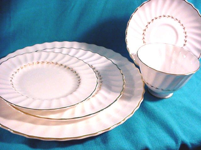 11 best royal doulton china adrian etc images on pinterest royal doulton china adrian h4816 pattern 5 pc place setting excellent condition 2799 14 fandeluxe Images