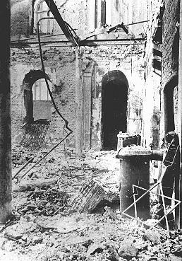 Sephardic synagogue destroyed during the January 21-23 Iron Guard pogrom. Bucharest, Romania, January 1941. — Beit Lohamei Haghettaot