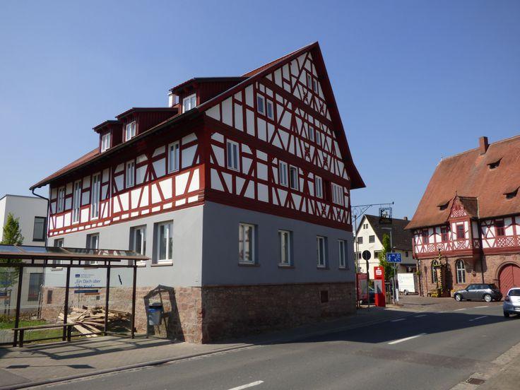 """Sanierung eines Jahrhunderte alten Gasthauses """"Zum Hirschen"""" in Großheubach. Das Fachwerkhaus wurde durch Das Malerlein GmbH kernsaniert und erstrahlt wieder in neuem Glanz."""