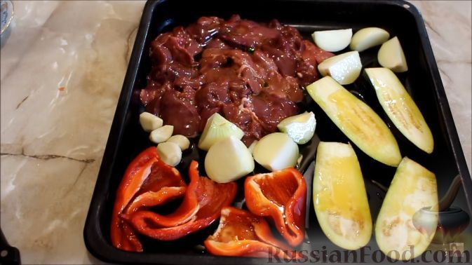 Фото приготовления рецепта: Паштет из куриной печени с баклажанами - шаг №2