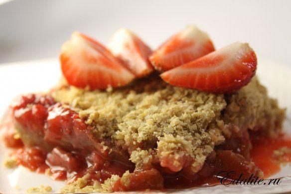 Овсяный пирог с клубникой и ревенем — 151 ккал