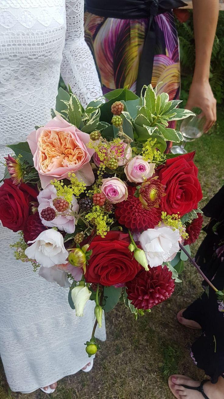 Mein # Brautstrauß mit #Rosen, #Dahlien, #Eucalyptus und #Brombeeren – Shit j …  – Brautstrauß