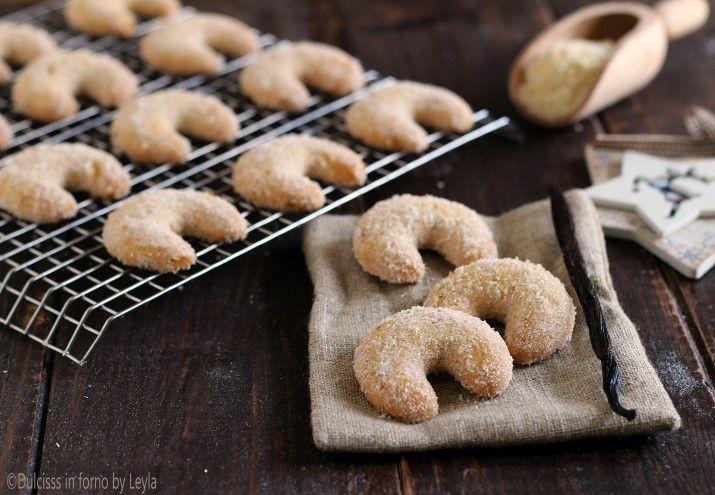 I Vanillegipfeln o vanillekipferl o cornetti alla vaniglia: deliziosi biscotti al profumo di vaniglia, che si gustano nel periodo di Avvento.