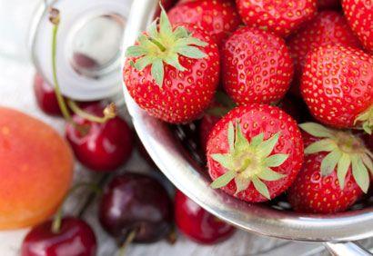 COULIS DE FRUITS  1. Dans le bol du robot culinaire, réduire les fruits en purée.     2. Tamiser. Réserver.    CREME MOUSSELINE  1. Mettre le lait et la gousse de vanille avec les graines dan...