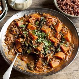 Sweet potato & peanut stew with, mushrooms, spinach & red rice