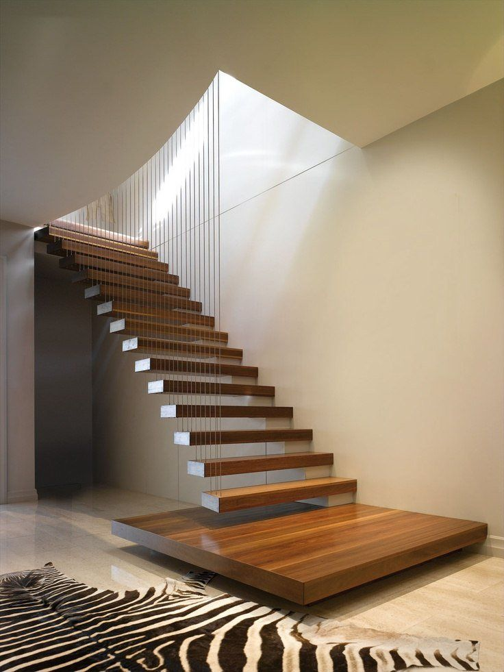 escalier suspendu de design moderne à marches flottantes et câblage