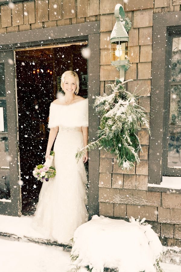 winter wonderland wedding south africa%0A Snowy Winter Wedding in the California Mountains