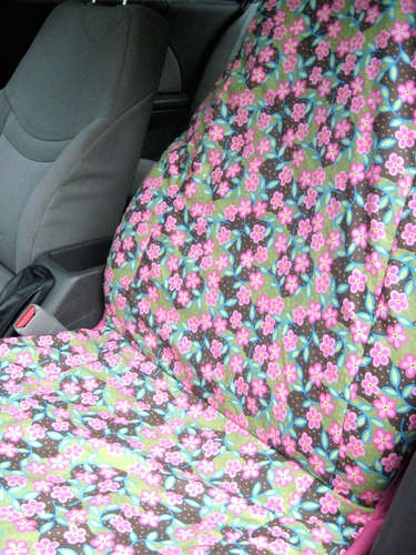 DIY Car Seat Covers!  I should make these for my in laws so they don't keep using their ugly old shirts and placemats...
