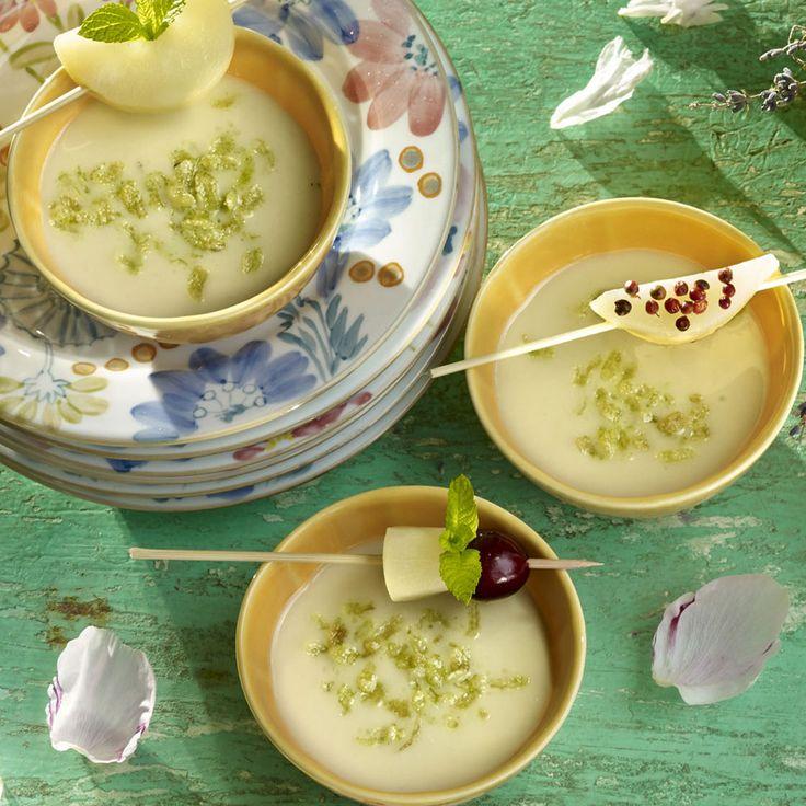 Salpimentado adecuadamente y servido en una jarra, el resultado será un gazpacho de calabacín y aguacate buenísimo.