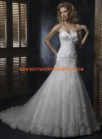 Robe de mariée de luxe en dentelle avec châle