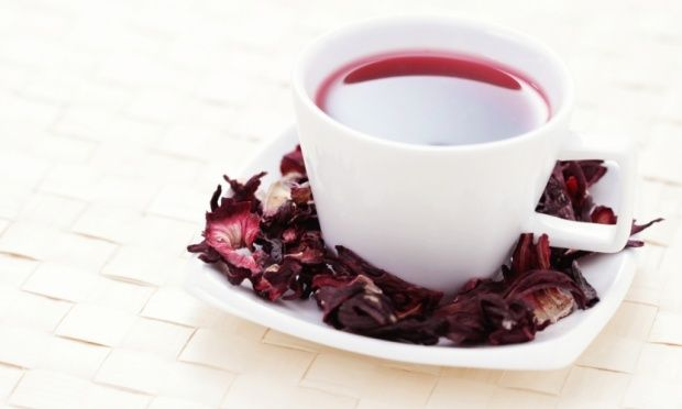 Chá de hibisco é aliado da cintura fina