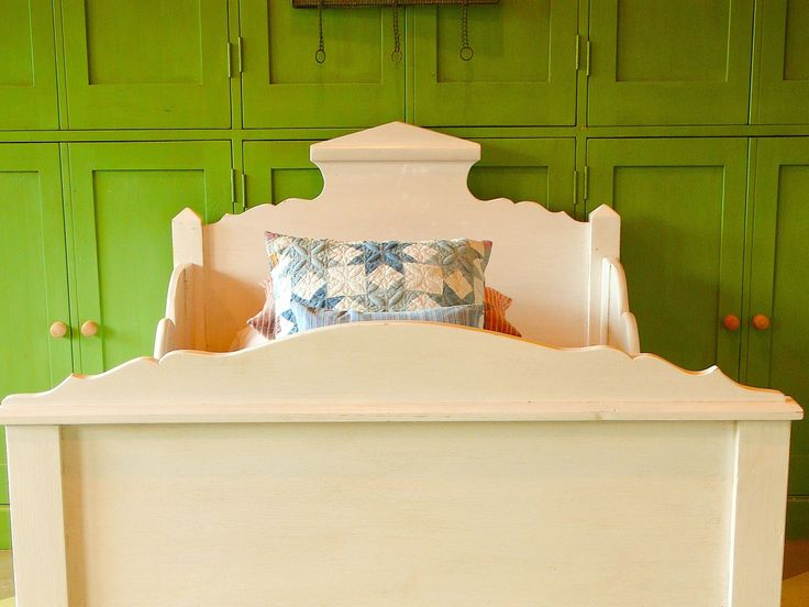 SCANDINAVIAN SLEIGH BED WHITE - HEAD VIEW: scandinavian sleigh bed white - head view