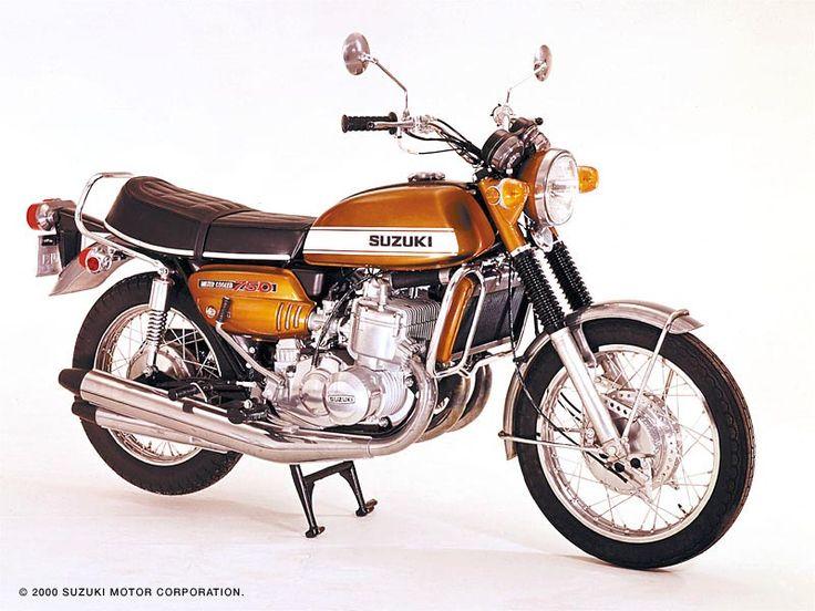 Moto Suzuki 750cc, moteur deux temps, trois cylindre refroidissement liquide, graissage séparé Posiforce, freins-à-tambours-quatre-cames-à-l-avant-Suzuki-moto-1971-Hamamatsu-Shizuoka-Japon-