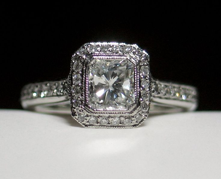 GORGEOUS Elegant 1.23ct Radiant Cut Diamond Engagement Ring
