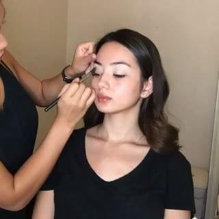 O contorno com pontinhos será a nova estratégia para todas aquelas que AMAM maquiagem com contorno. | 12 tendências de beleza que devem vir com tudo em 2017