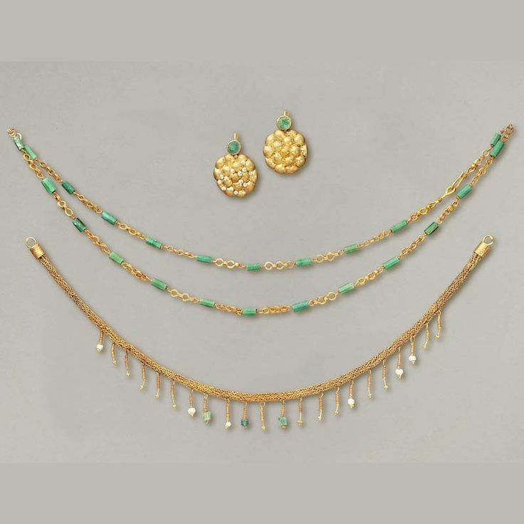 Roman Polychrome Jewelry Set in Gold, Pearls and Precious Stones. Culture : Roman, Roman Imperial. Period : Art romain, 1st-2nd Century A.D. Material : Gold, pearls, precious stones.