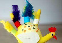 Παιδική κατασκευή : Φτιάξτε μια κότα από πλαστικά γάντια κουζίνας!