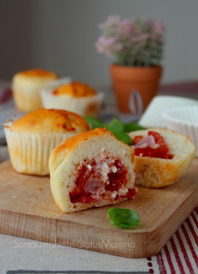 Oggi vi lascio uno spunto gustoso, soffici MUFFIN SALATI FARCITI , ricetta con passo passo ottimi anche al sacco. http://blog.giallozafferano.it/statusmamma/muffin-salati-pizzati/