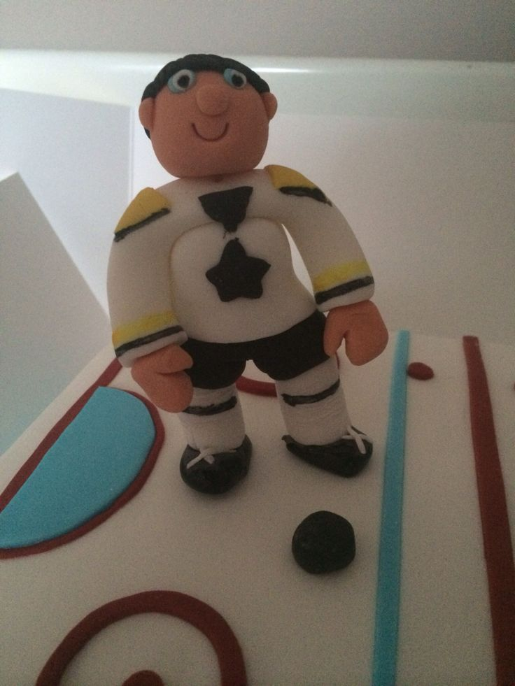 Fondant ice hockey player - my first attempt at fondant figures