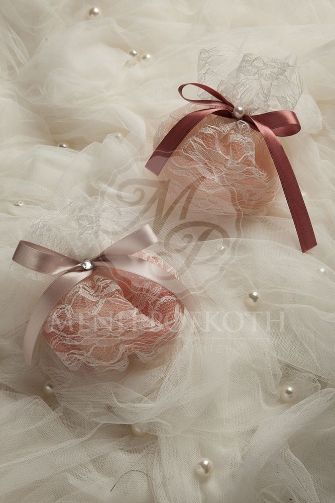 Lace pouch wedding favor - bomboniere in vintage colours