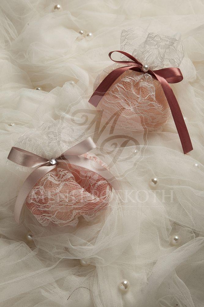 Lace pouch wedding favor - bomboniere in vintage colours