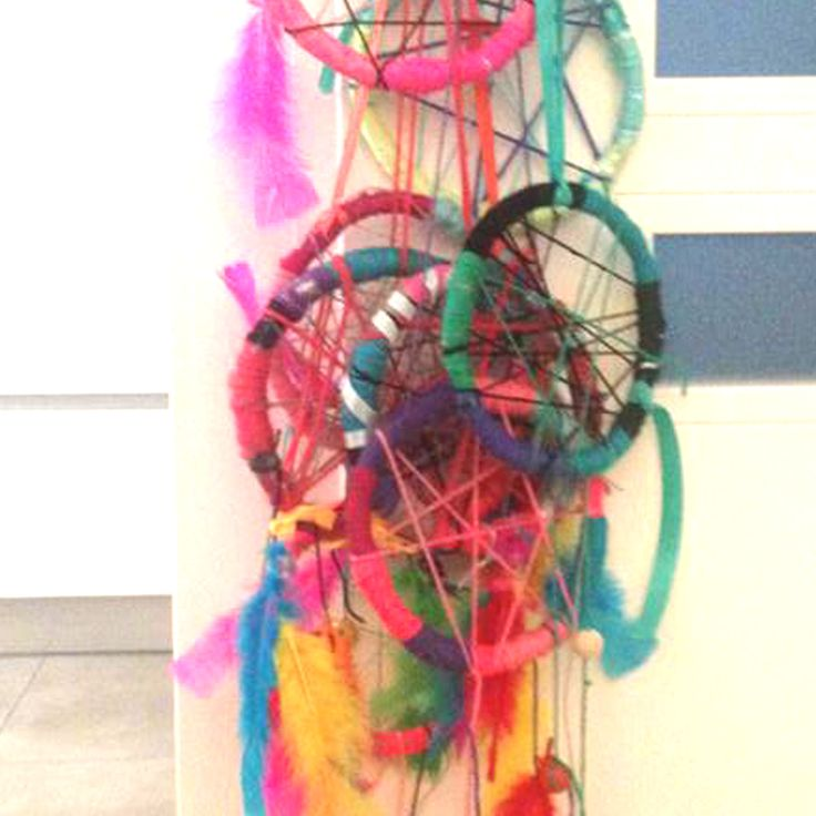 Children's artworkshops. Making dreamcatchers. Children's party. www.facebook.com/meestertjes