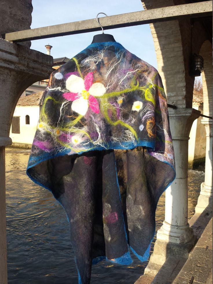 Sciarpa in Chiffon di seta colore blu notte, lana merinos e fibre di bamboo Orchidea Selvaggia di Tramatradita su Etsy