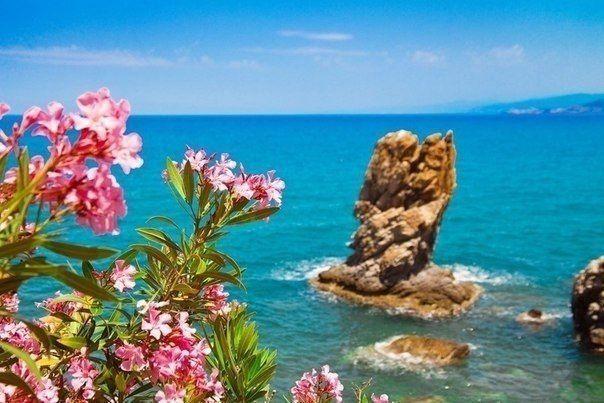 Солнечный Чефалу, Сицилия, Италия  #travel #travelgidclub #путешествия #traveling #traveler #beautiful #instatravel #tourism #tourist #туризм #природа #солнце #море #Италия #Italy
