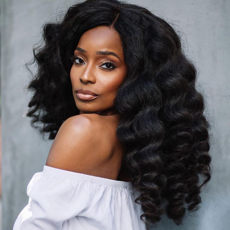 So beautiful! Natural hair bridal inspiration. What do you think of this look? #munabeauty  _ #Repost @heatfreehair  Hair perfection! // For Koils 24 (3 bundles) blown out and curled. Available exclusively at heatfreehair.com. #forkoils #protectivestyles #heatfreehair.com #naturalhair #naturalhairbride #munaluchi #munaluchibride