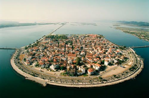 Drone πάνω από το Αιτωλικό: Μια «πλωτή» πόλη καταμεσής της λιμνοθάλασσας του Μεσολογγίου - Exfacto.gr #αιτωλικό #ελλάδα #μεσολόγγι