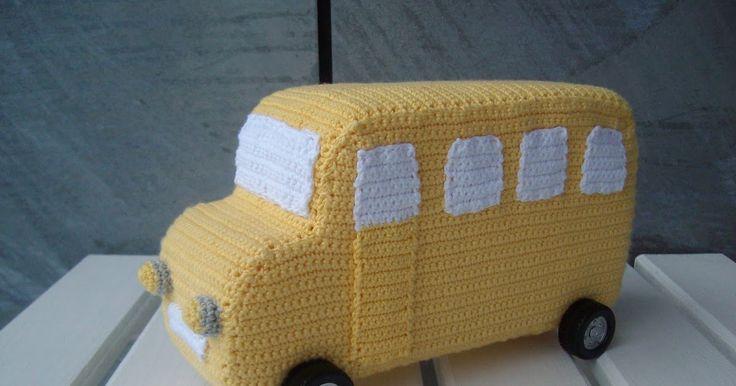 Bus: Garn: 8/4 bomuld Hæklenål: 3 Skumgummi Evt. hjul Bus - siderne: Slå 62 luftmasker op i gul, og hækl i rækker. Hver række vendes med e...